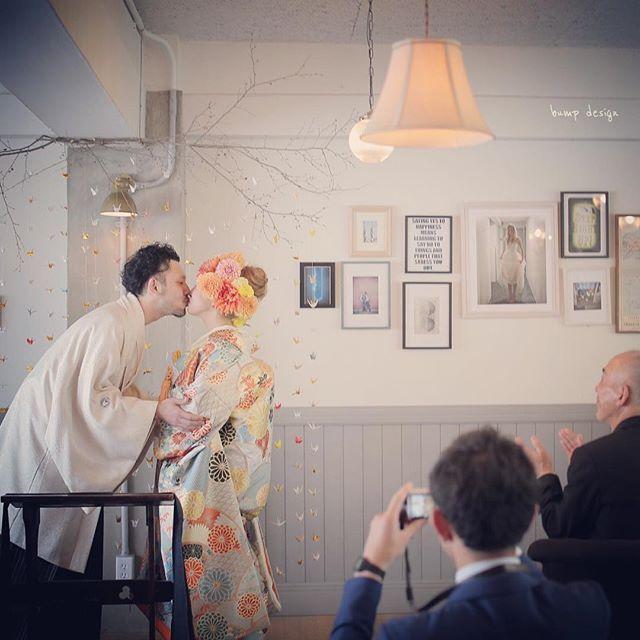 #ホテルエマノン 和装でも 結婚式が人前式なら キスもできて、、可愛いっ。 ^ ^ #結婚写真 #花嫁 #プレ花嫁 #卒花 #結婚 #結婚式 #結婚準備 #婚約 #婚 #カメラマン #プロポーズ #前撮り #ロケーション前撮り #写 #ブライダル #ウェディングフォト #ウェディング #写真好きな人と繋がりたい #結婚式コーデ #結婚式前撮り #結婚式カメラマン #weddingphoto #wedding #weddingphotography #instawedding #bridal #ig_wedding #bumpdesign #バンプデザイン