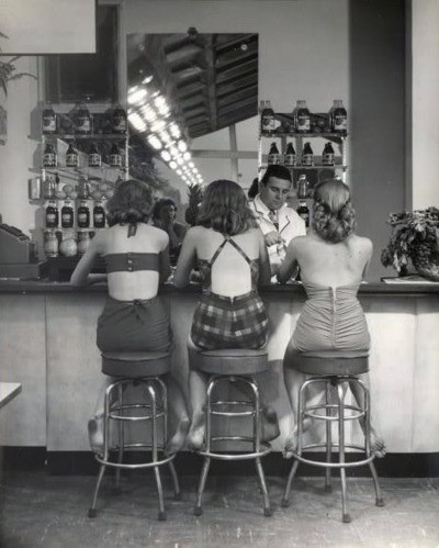 3 girls in swimsuits in a 1950s beachcafe