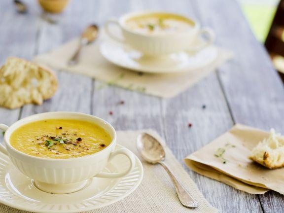 Pikante Selleriecremesuppe mit Ingwer ist ein Rezept mit frischen Zutaten aus der Kategorie Cremesuppe. Probieren Sie dieses und weitere Rezepte von EAT SMARTER!
