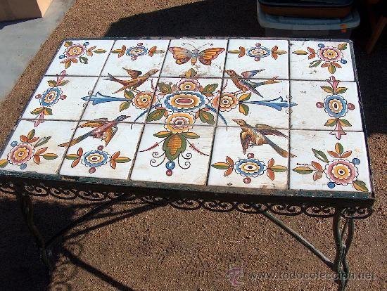 Antigua mesa baja de hierro para jard n con mosaico de - Mesas con azulejos ...