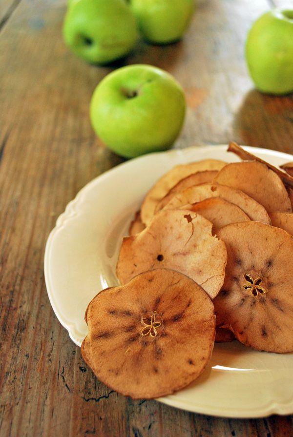 Manzanas deshidratadas para mi gusto un tentempié perfecto, es sano, ligeramente dulce e ideal para que lo coman los más pequeños de la casa. 5 ingredientes o menos.