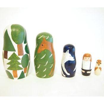 2013年に開催された「MY Матрёшка 私のマトリョーシカ~19人のクリエーターによるマトリョーシカ」に出品された「森」という作品。 インテリアにもなるマトリョーシカです。