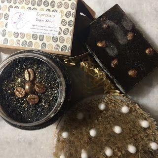 Αυτό το post είναι αφιερωμένο σε coffee lovers καθώς θα σας μιλήσω για δύο προιόντα απο την αγαπημένη Unicornia  , το macchiato caramel b...