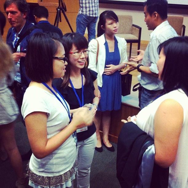Exchanging contacts to keep in touch! #WITnext #traveljobcamp #Webintravel #travel #SMU #Singapore #university - @webintravel- #webstagram