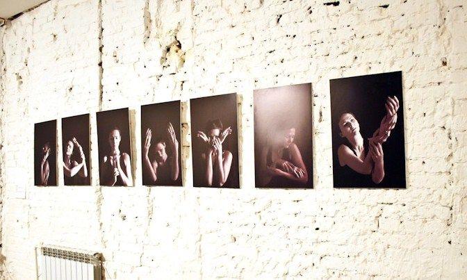 """Выставка работ молодых художников Перми """"Все немного волнуются"""". Визуальное размышление о неопределенности – ощущении, столь свойственном людям в юности, когда идет процесс становления и формирования личности.  Выставка продолжит работу до 2 ноября. Вход свободный http://16thline.ru/sobytija/vse_nemnogo_volnuyutsya/ #makaronka #exhibitions #contemporaryart #permm"""