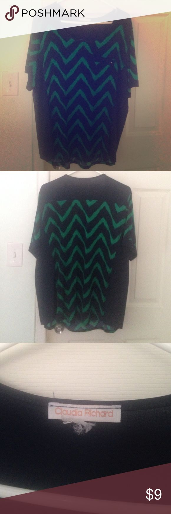 Flattering boutique chevron top Size 1X This is a reposh I never wore. I've had it for almost a year and it's not my style any longer. Very light and comfortable feel. There are no tags, but I would say it fits like a 1X. Claudia Richards Tops Blouses