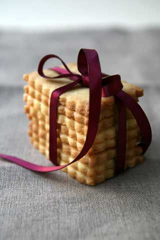 Sables al fior di sale (buoni per lo stampino brigitte, per imprimere scritte suoi biscotti)