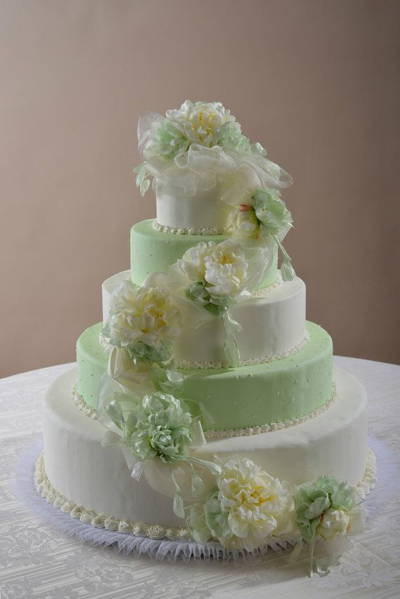 Decorazione floreale a festone per torta con di ILFIORDALISO, €85.00
