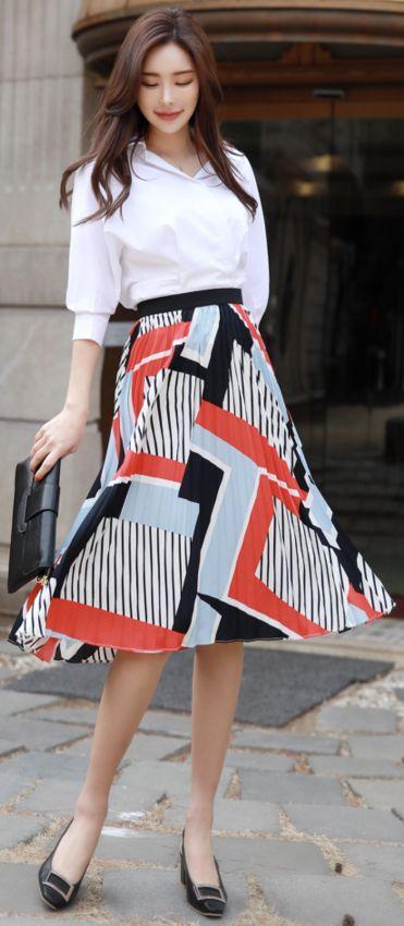 StyleOnme_Geometric Print Pleated Long Skirt #long #pleated #patterned #skirt #feminine #koreanfashion #kstyle #kfashion #springtrend #dailylook