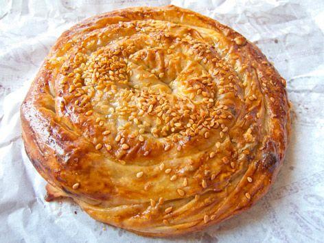 Sinop kahvaltılarının vazgeçilmezi nokul, üzümlü cevizli, kıymalı ve yoğurtlu yapılır.