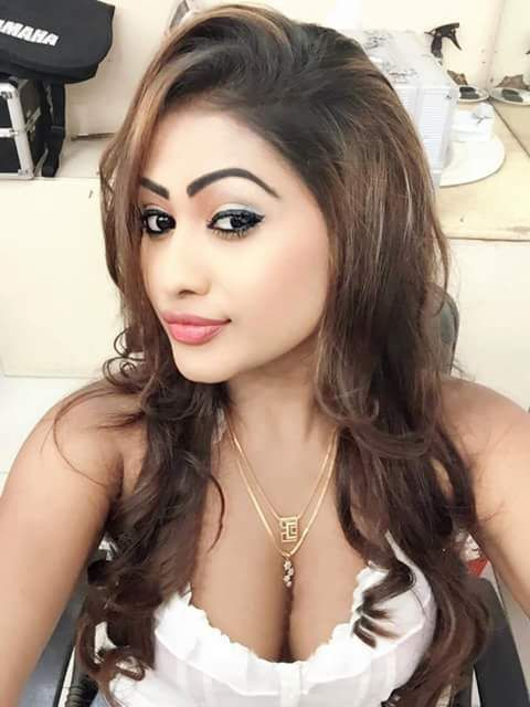 Sexy Unseen Indian girls pic: Boobs show of hot indian model
