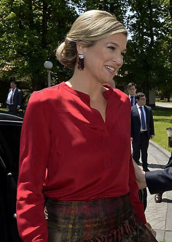 """The fun, glittering tassel earrings worn by Queen Maxima. These feature gemstone beads (probably garnets?) gathered by diamond """"ribbons."""""""