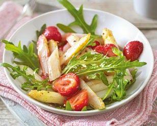 Lauwarmer Spargelsalat mit Erdbeeren