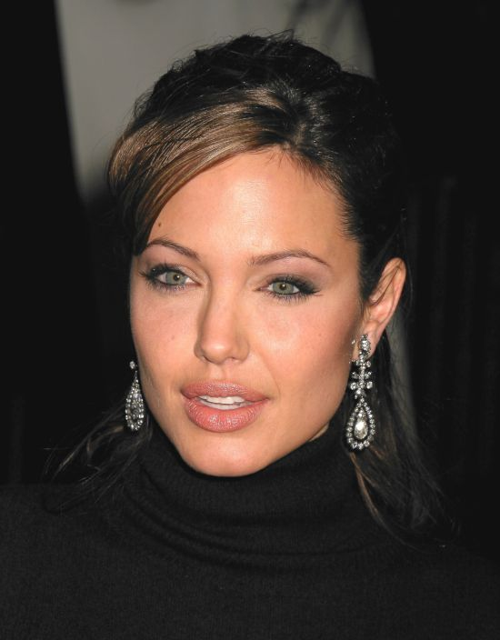 Buy this earring endorsed by Angelina Jolie in Jumkey.com