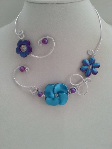 Here is a jewelry which will turn eyes on you !  This open collar necklace is unique !  Made with aluminium wire with flowers of turquoise and purple shaded colors.  If you want earings to complete th