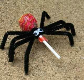 Would be adorable to give away at Halloween and could easily do with the kids! | See more about Spiders, Halloween and Lollipops.