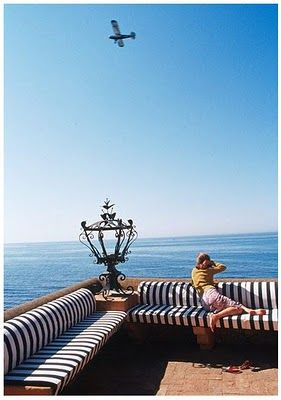 Black and white stripes - so French, so Riviera.