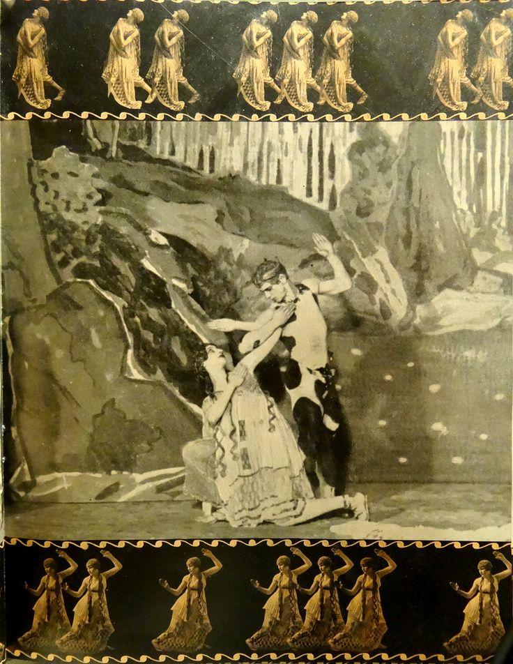 Vaslav Nijinski dans L'Après-midi d'un faune, chorégraphié par Nijinski pour les Ballets Russes et la première au Théâtre du Châtelet à Paris le 29 mai 1912. Comœdia illustré (15 Juin, 1912).  Photos par Style Studio Walery.The du ballet, dans lequel un jeune faune réunit plusieurs nymphes, flirte avec eux et leur chasse, a été délibérément archaïque.  Les danseurs souvent déplacés à travers la scène de profil comme sur un bas-relief.  Le ballet a rejeté formalisme classique.  Le travail…