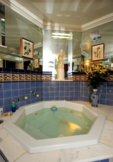 Jacuzzi in Michael Winner's mansion