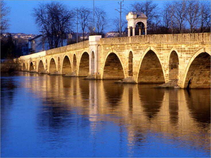 Dünyanın en uzun köprülerinden biri olan Ergene Köprüsü, 1392 metrelik uzunluğuyla ve sağlamlığıyla aktif olarak hala kullanılmakta.Ergene Köprüsü, Fatih Sultan Mehmet'in babası Sultan II. Murat tarafından inşa ettirilmiştir. Mimari ise Muslihiddin Efendi'dir. Ergene Köprüsü'nün yapımına 1427 yılında başlanmış olup, 1443 yılında inşası tamamlanmıştır.