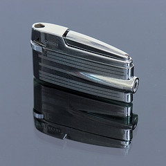Ronson lighters like this are perfect for lighting pipes, cigars and cigarettes. On top of that, they are classy.