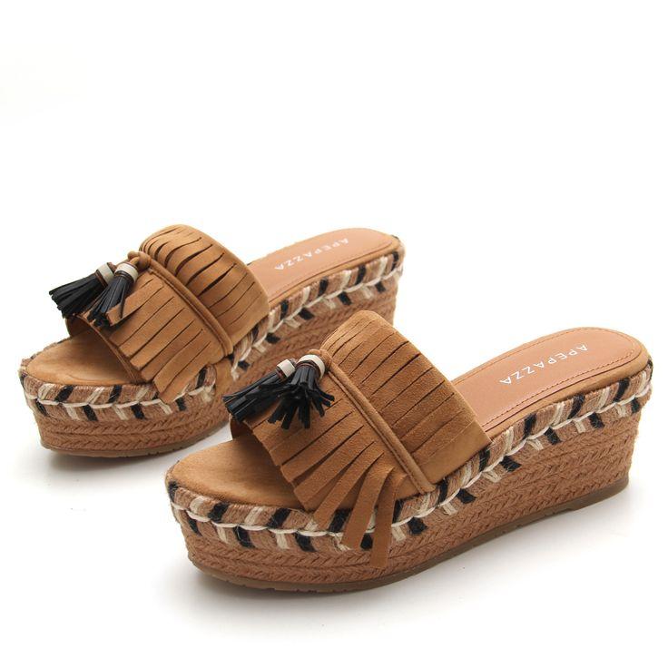 Se nota ya el calor en el ambiente y seguimos sugiriéndote sandalias bonitas para que puedas afrontarlo de la mejor manera ¡Nos encantan estas #APEPAZZA con detalles de flecos!  Descúbrelas aquí https://www.zacaris.com/articulos/100041018.htm #zacaris #shoponline #sandals