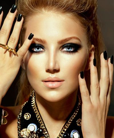 Blaue Augen schminken - Smokey Eyes