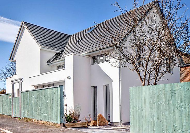 Biały dom - Architekt udowodnił, że można mieszkać za 100 zł. Rocznie