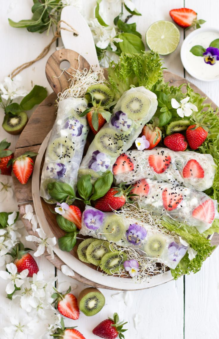 SPRINGROLLS FRUIT SALAD FETA