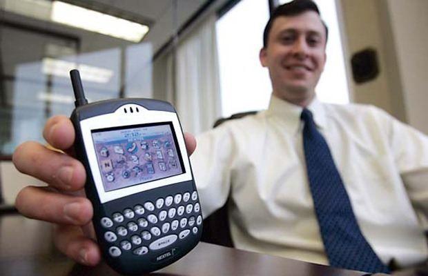 """Trên tay """"một lần nữa thôi"""" BlackBerry 8700: Biểu tượng cho sự huy hoàng biết bao người hoài niệm"""