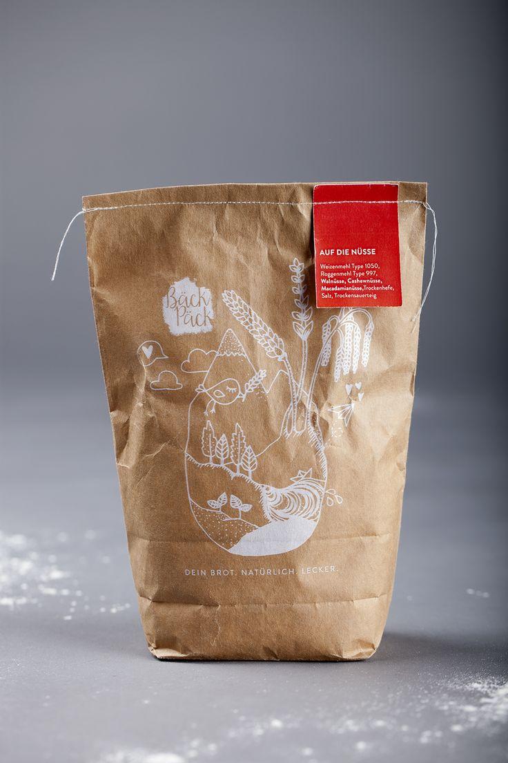 Konzeption & Gestaltung einer Marke zum Vertrieb individueller Backmischungen im Web. Mit Hilfe von BäckPäck können Kunden auf einem Webshop ganz einfach ihre individuellen Brotbackmischungen zusammenstellen und nach Hause liefern lassen. Dort müssen sie nur noch den Teig anrühren, das Brot backen und letztendlich genießen. Dabei steht der Genuss ohne schlechtes Gewissen im Vordergrund. Zutaten [...]