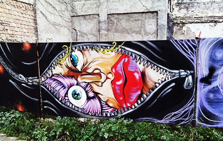 📷Photo:Natalia Lungu📷 Εκεί που πολεμάνε και πεθαίνουν οι άνθρωποι για έναν καινούριο κόσμο..Εκεί θα σε περιμένω! #streetart #patra
