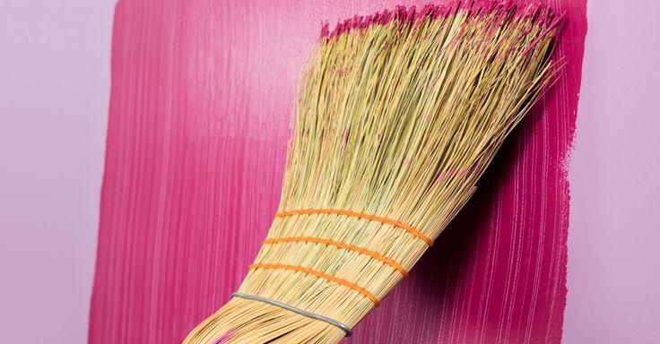 Картинки по запросу покраска стен веником