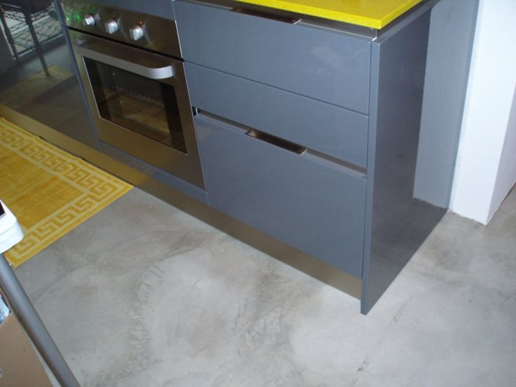 Oltre 10 fantastiche idee su pavimenti in cemento su - Bagno cemento spatolato ...