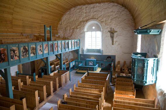Kunnostettu kirkko sisältä