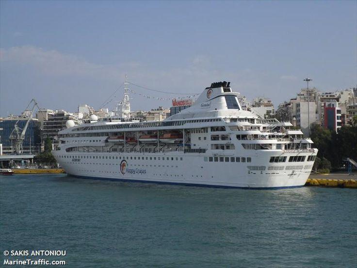 Το Gemini (now Celestyal Nefeli ) πλευρισμένο στον Πειραιά. 26/07/2010.
