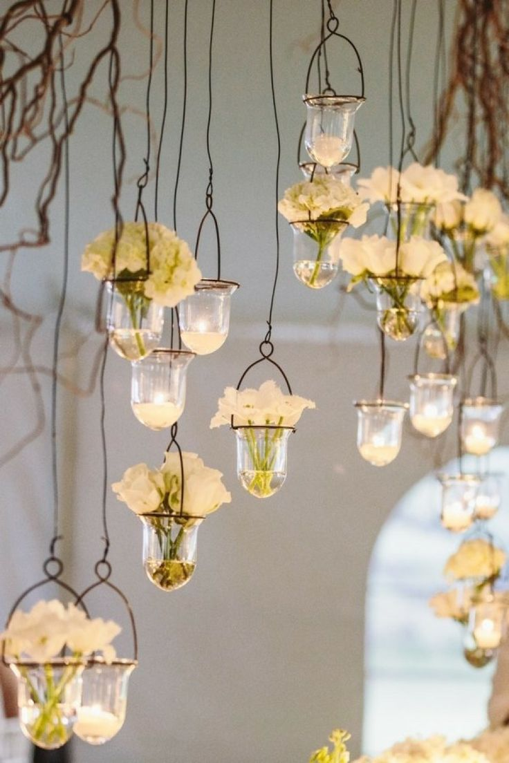I love the idea of hanging candles whether in lanterns or in little vases like those on the picture!