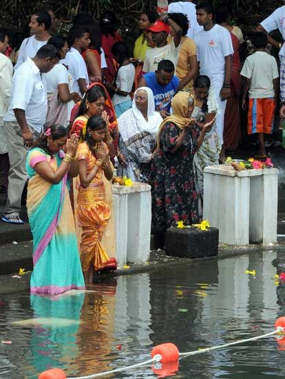 Les pèlerins à Grand-Bassin à l''occasion de Maha Shivaratree (Photos : Krishna Pather)