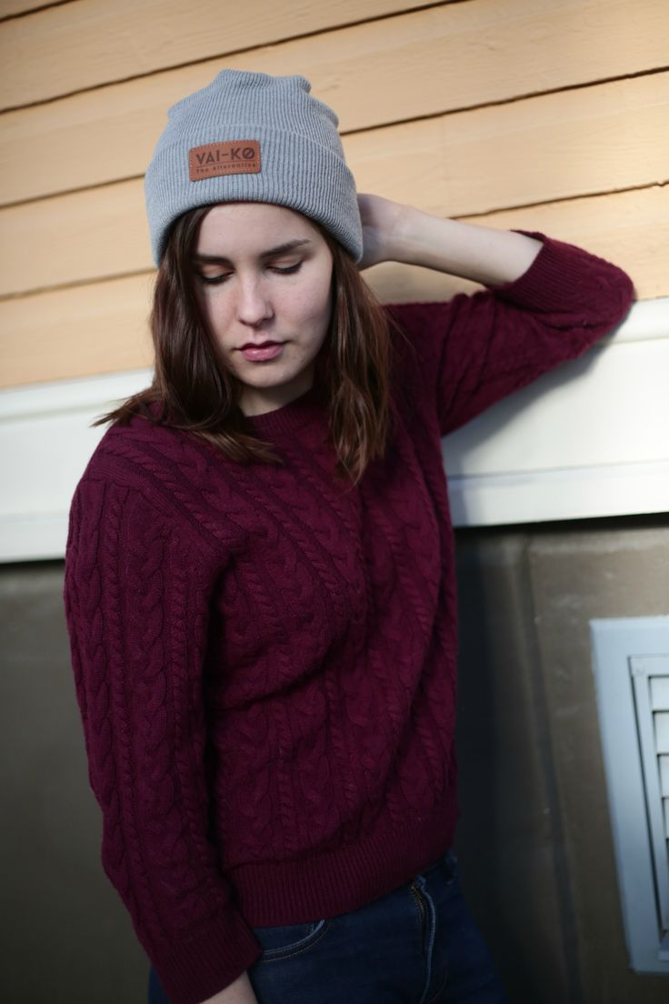 Summer Outfit Casual with a Beanie. Grey and Burgundy Fall Outfit for Women. Beanie by VAI-KØ.