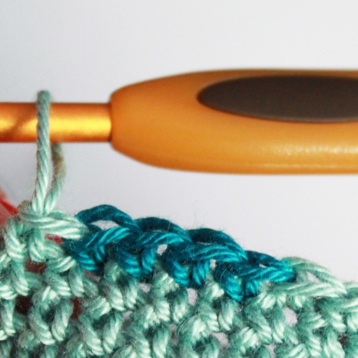 Guide to a sharp color change when you crochet, especially useful for tapestry crochet.