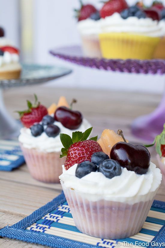 32 best images about cupcake decorating ideas on pinterest beach cupcakes sour cream frosting - Creme decoration cupcake ...