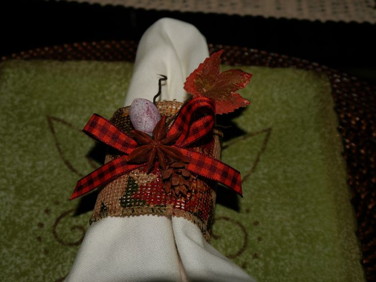 DIY napkin holder for fall. I just used two type of ribbons, star anise, a piece of fall leaf, tiny seed and pine cone.