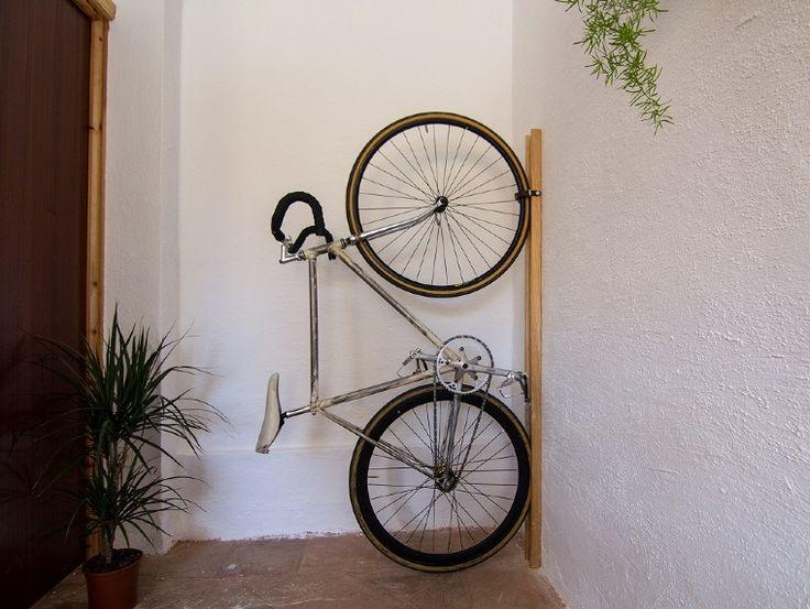 Un soporte estético y funcional para aparcar la bicicleta
