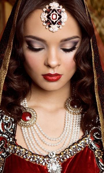 Perfect dulhan wedding makeup for Indian or Pakistani bride. Mehwish Khan | Hair & Makeup www.mehwishkhan.com