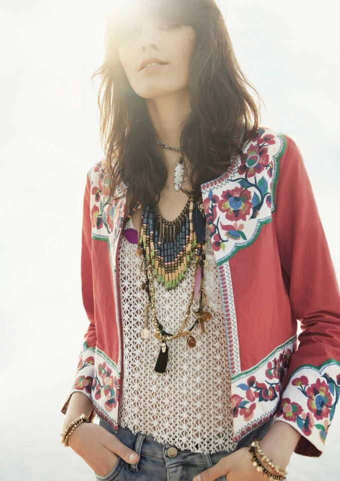 Rapsodia. Bohemian chic and perfect ~ will have to try and find a pattern for this  :-)