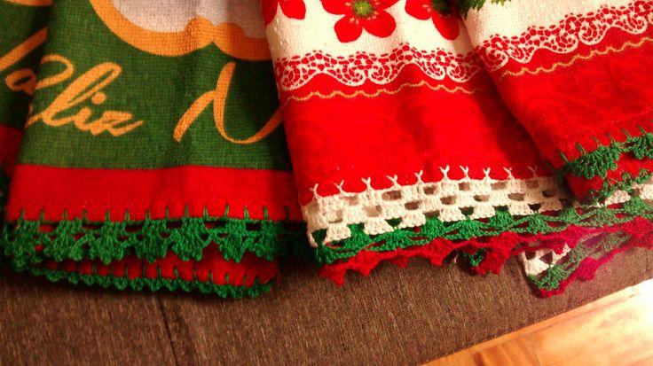 pano de prato natalino com bico de crochet