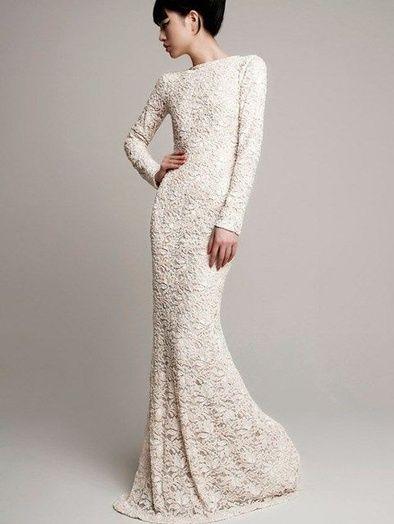Une robe près du corps en dentelle