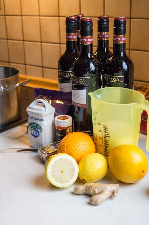 Three mulled wine recipes - Glögg-recept - Mulled wine with chocolate, rosé with vanilla and one based on a muscat wine.