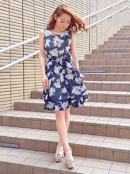 シアーチェックフラワーワンピースでデートスタイル☆甘タイプのガーリッシュ系のコーデ♡スタイル・ファッションのアイデア☆