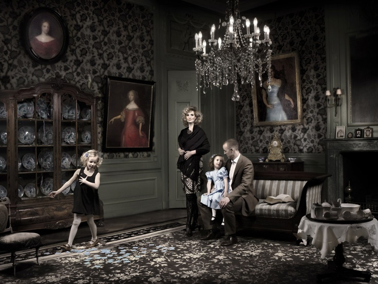 Family portrait van der Borch has been chosen for the The Taylor Wessing Photographic Portrait Prize Exhibiton in The National Portrait Gallery in London. Photography; Ilya van Marle